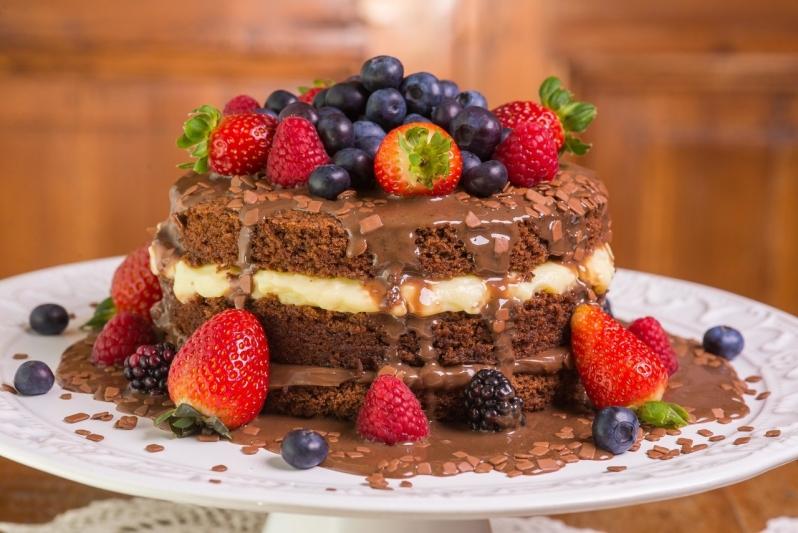 Naked Cake com Morangos Orçamento Ibirapuera - Naked Cake sem Glúten