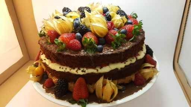 Naked Cake de Chocolate Itaim Bibi - Confeitaria de Naked Cake