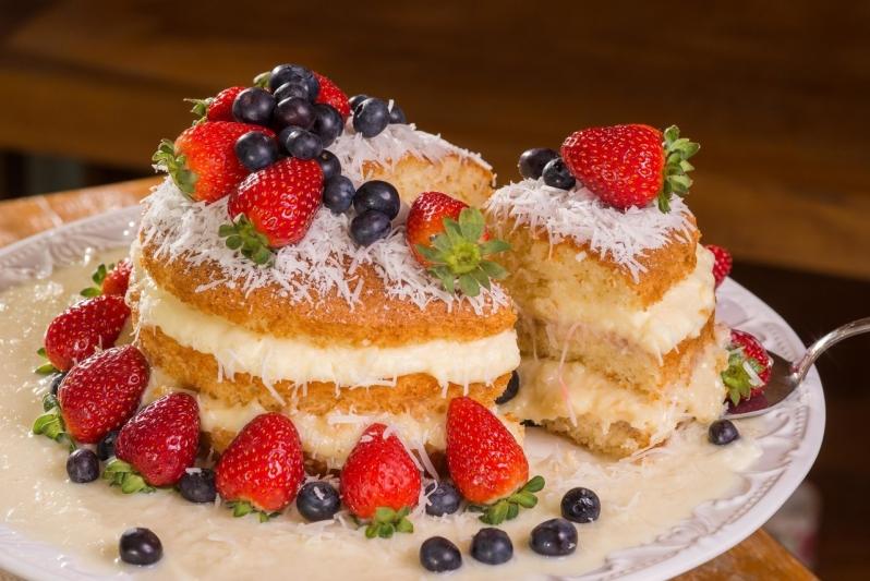 Naked Cake sob Encomenda Orçamento Pinheiros - Naked Cake de Coco