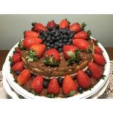 confeitaria de naked cake com morangos Jardim América