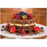 naked cake com morangos